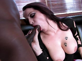 Tattooed busty pale slut Sasha Rose-coloured loves getting pounded unconnected with a BBC