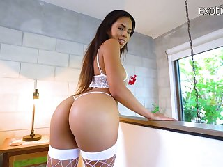 Jaw dropping big bottomed hooker Autumn Falls is fucked by J Mac