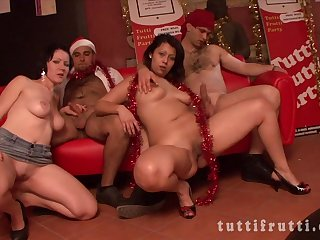 Round Babes At Xmas Sex Orgy - ANALDIN
