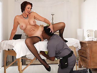 Louring Masseur For Mature Woman