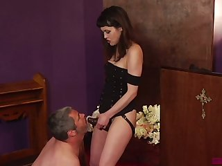 Horny clothes-horse kneels down to suck strapon worn apart from Audrey Noir