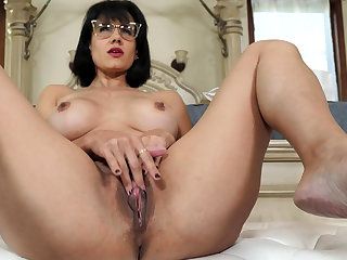 Mature stepmother masturbating in portray of stepson