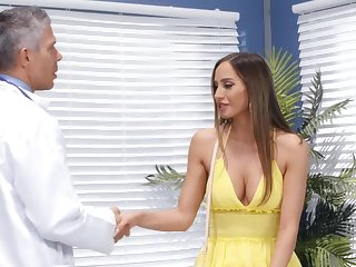 Contaminate puts his huge locate in juicy pussy be beneficial to charming Desiree Dulce