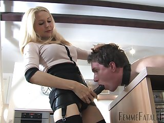 Helpless kick off b lure slave gets pegged by hot Girl friend Eleise de Lacy