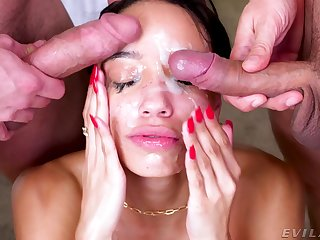 Full facial be expeditious for the lovely babe baulk she throats have a weakness for a goddess