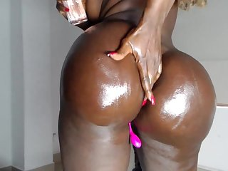 Sexy Chocolate Ebony Babe Destorys Her Pussy