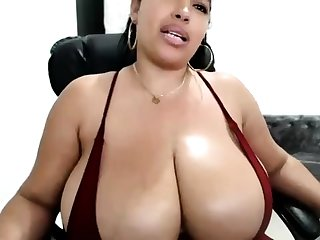 Big boobs masseuse Adrianna Luna mill on big fat cock
