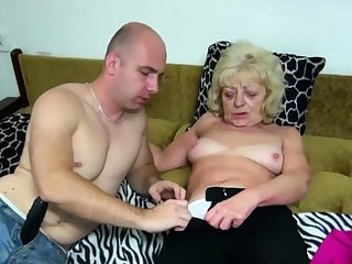 Old kermis bimbo gets their way cunt dildoed