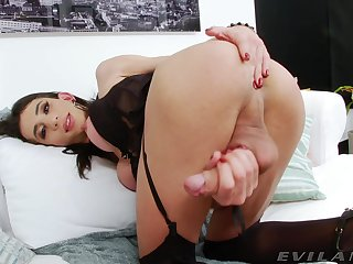 Hot trans babe Paloma Magrinha plays with her huge tissue