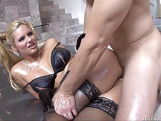 Phoenix Marie loves this penis for its greatness