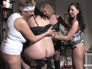 Amateur group sex with a lot of mature German wives and duo guy