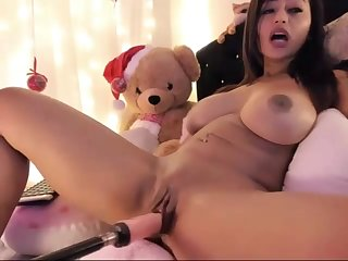 Latin camgirl pleasures personally with her dildo machine