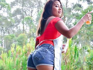 MAMACITAZ - Dazzling POV Action With Sexy Teen Sandra Jimenez