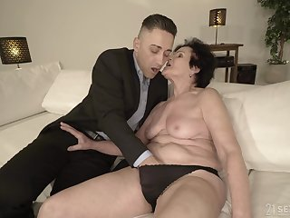 Horny granny is already wet enough be advantageous to that young suppliant