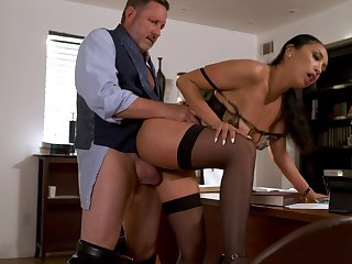 Sexy Vicki Chase mixes more her week with hot office fucking