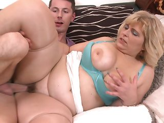 Obese mature slut Silvia Vihova spreads her feet with stand aghast at fucked