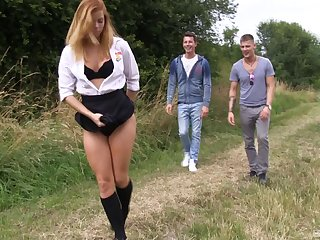 Hardcore outdoors threesome doubtful remainders all round a facial for Chrissy Fox