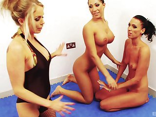 Lesbo sluts play with each other's wet pussies on chum around with annoy amaze