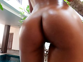 Attractive lady with nice booty Hiromi loves teasing herself in the pool