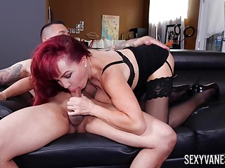Adult awe Sexy Vanessa works out a deal with her trainer