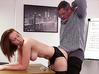 Elegant redhead suits her bigwig with mesmerizing sex