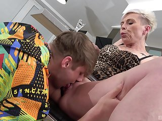 Mature feels certain trying young inches alongside her greedy holes