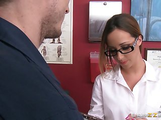 Erotic going to bed between a patient and sexy falsify Jada Stevens
