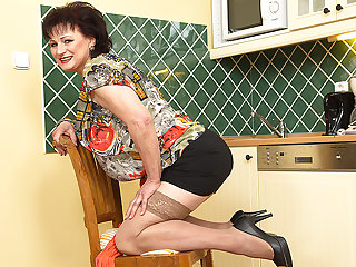 Naughty Chubby Mature Lady Getting Wet In Her Kitchen - MatureNL
